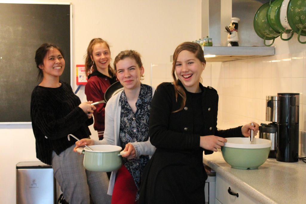 4 Vrijwilligers in de keuken
